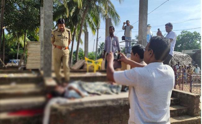 Man Stoned To Death In Orissa - Sakshi