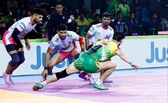 Bengal Warriors beat Patna Pirates 35-26 - Sakshi