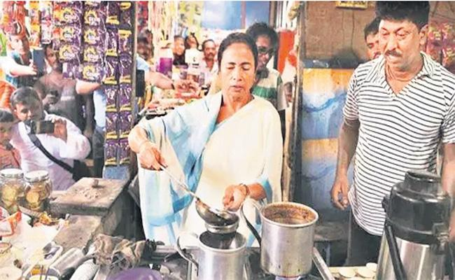 Mamata Banerjee Making Tea For Her Staff in Tea Stall - Sakshi