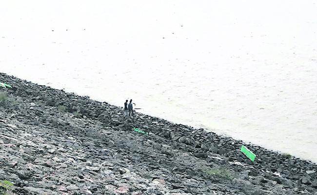 Tourists Are Not Allowed To Enter The Sriram Sagar Project Dam - Sakshi