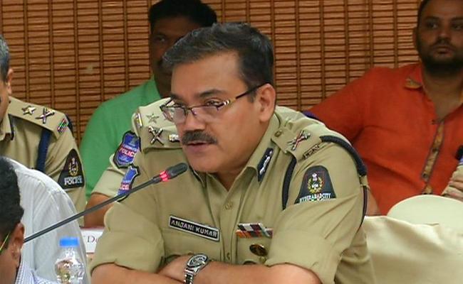 Police Commissioner Anjani Kumar Press Meet Over Attention Diversion Gang - Sakshi