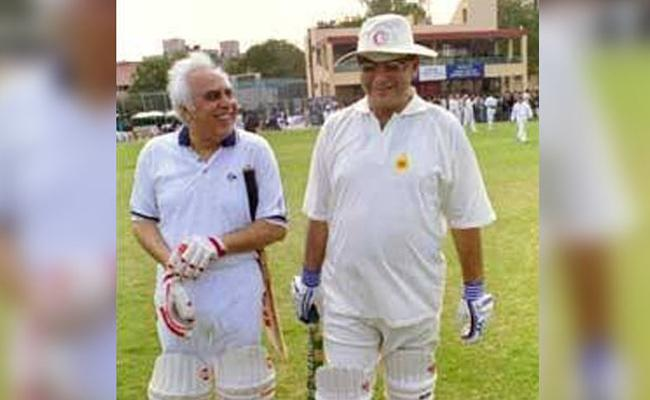 Kapil Sibal Pays Tribute to Arun Jaitley With Together in Cricket - Sakshi