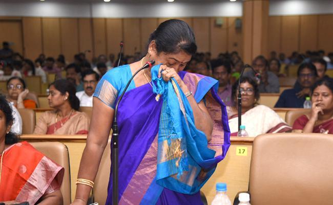 YSRCP Rampachodavaram MLA Dhanalakshmi Weeps In Review Meeting - Sakshi
