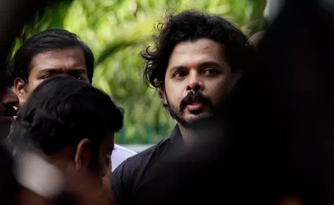 Massive Fire Breaks Out At Sreesanth Residense - Sakshi