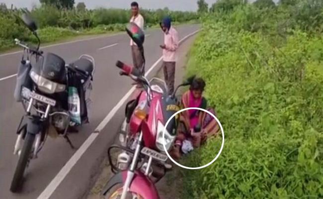 In Madhya Pradesh Woman Gives Birth On Highway - Sakshi