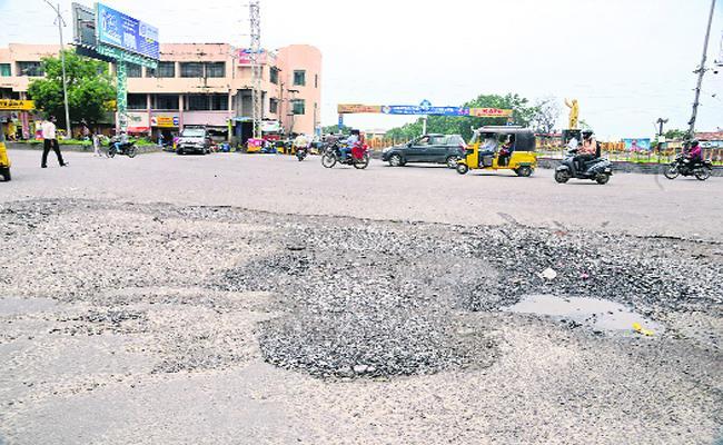 Smart Mission Progress Slow In Karimnagar - Sakshi
