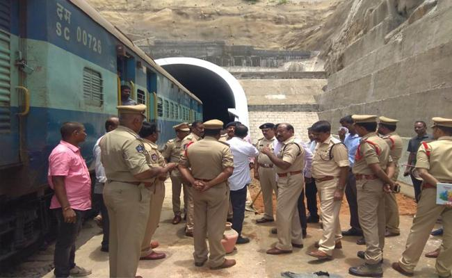 Vice President Venkaiah Naidu Will Inspect The Tunnel Built In The Forests Of the Nellore-YSR District on Saturday - Sakshi