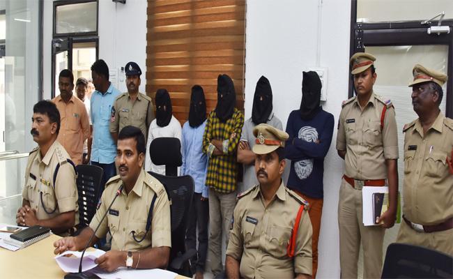 Police Arrested 5 People for Stealing In Vijayawada - Sakshi