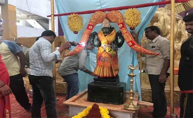 Theft In Penugonda Vasavi Matha Temple West Godavari - Sakshi