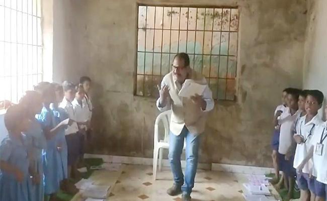 Orissa Teacher Unique Style Of Teaching As A Dancing sir - Sakshi