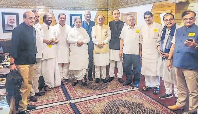 Rahul Gandhi And 11 Opposition Leader To Visit Srinagar - Sakshi