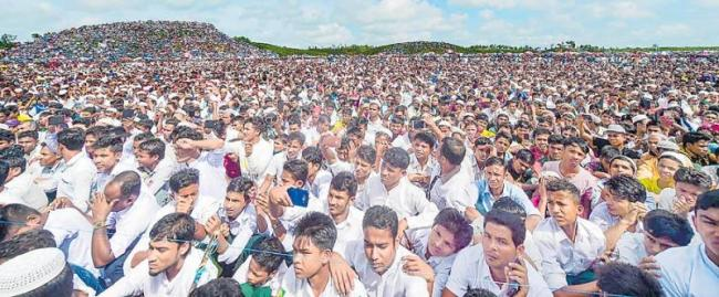 2 lakhs Rohingya rally in bangladesh - Sakshi