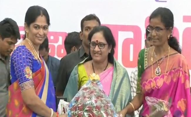 Vasireddy Padma Takes Charge As AP Women Commission Chairperson - Sakshi