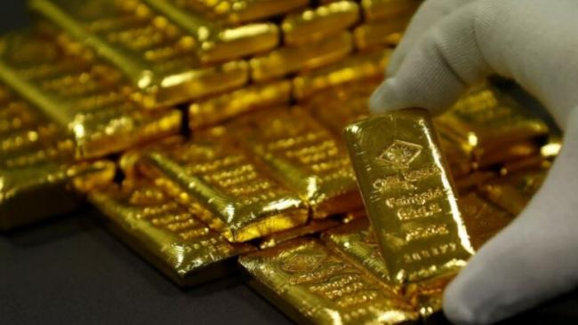 Gold Prices Touch New High - Sakshi