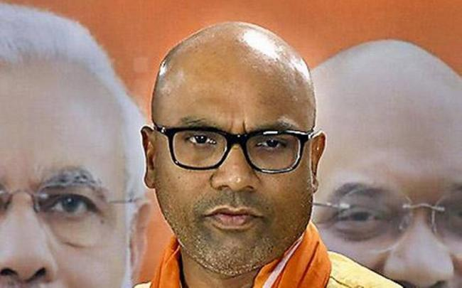 ZP Chief Dadannagari Vittal Rao Warns Dharmapuri Aravind - Sakshi