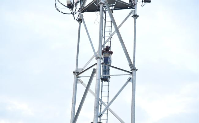 Young Man Climbs Cell Tower for Wedding In Chittoor - Sakshi