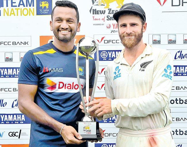 New Zealand skittle Sri Lanka top order to scent victory - Sakshi