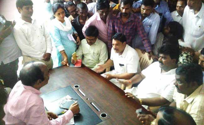 TDP Leader Kuna Ravi Kumar 0ver Action In Srikakulam District - Sakshi