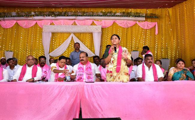 Maloth Kavitha Speech In Dornakal At Warangal - Sakshi