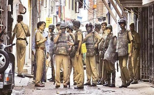Police Forces Lack Weapons And Communications Equipment - Sakshi