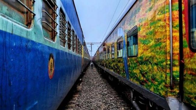 Indian Railways To Offer Discount On Ticket Fares - Sakshi