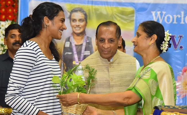 ESL Narasimhan Felicitates PV Sindhu, Manasi Joshi - Sakshi