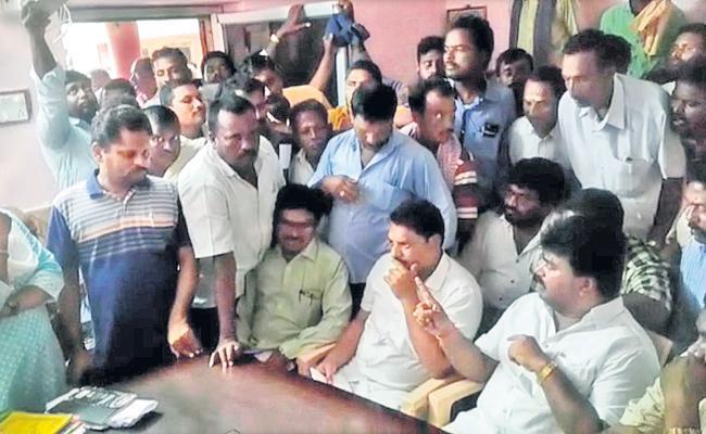 Government Employees Demand Action Against TDP Leader Kuna Ravikumar - Sakshi