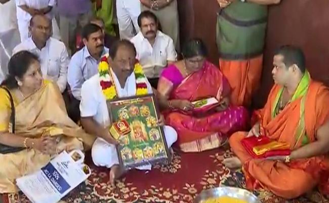 Koppula Eshwar Visits Kanaka Durga Temple In Vijayawada - Sakshi