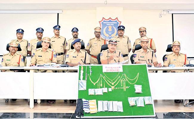 Robbery Gang Arrest in Hyderabad - Sakshi