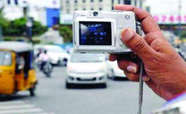 Report Traffic Violations Through Whatsapp in Andhra Pradesh - Sakshi