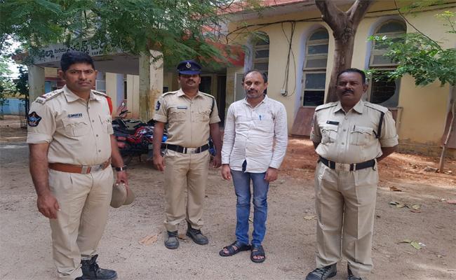 Cheater Arrested In Rayachoti Kadapa - Sakshi