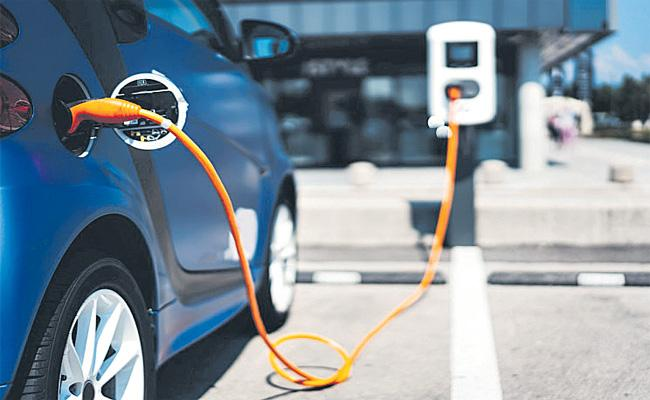 Niti aayog Said Electric Car Prices Down Soon - Sakshi