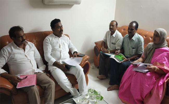 kurasala Kannababu Review With Agriculture Officers In West Godavari - Sakshi