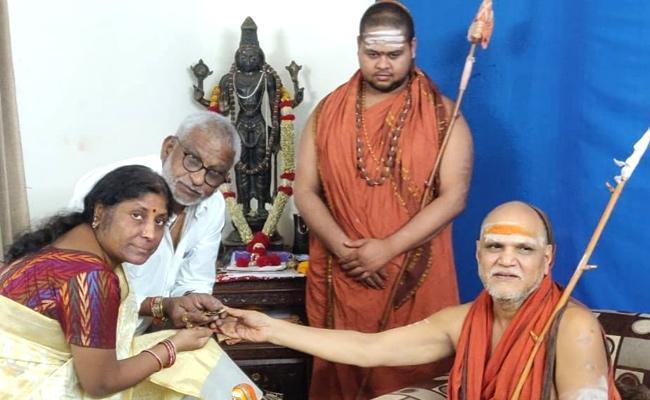 YV Subba Reddy Meets Swaroopanandendra Swamy At Rishikesh - Sakshi