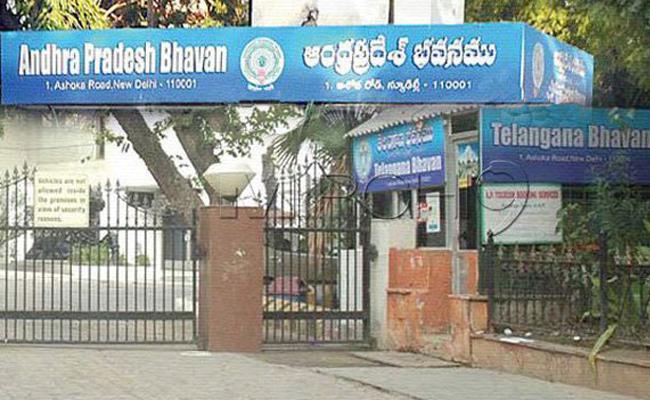 AP Bhavan Officials Arrange Buses For Telugu Students AT Srinagar NIT - Sakshi