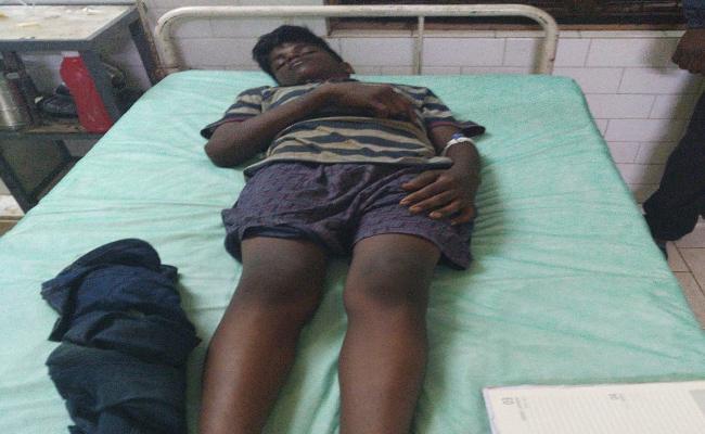 4 People Beats A Boy In East Godavari - Sakshi