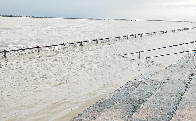 Heavy Rains Continue In Telangana And All Projects With Flood Water - Sakshi