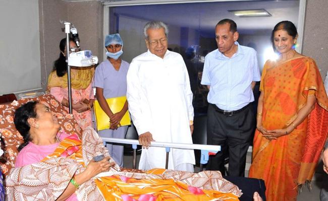 Governor Narasimhan console To AP Governor Wife Suprava Harichandan - Sakshi
