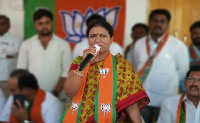 DK Aruna Fires on KCR About Palamuru Irrigation Projects - Sakshi
