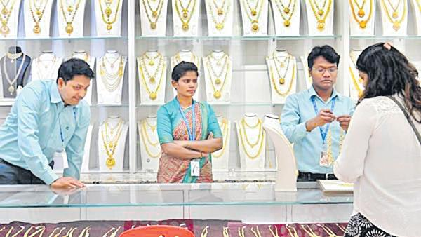 Gold prices hit RS 40,000 for first time - Sakshi