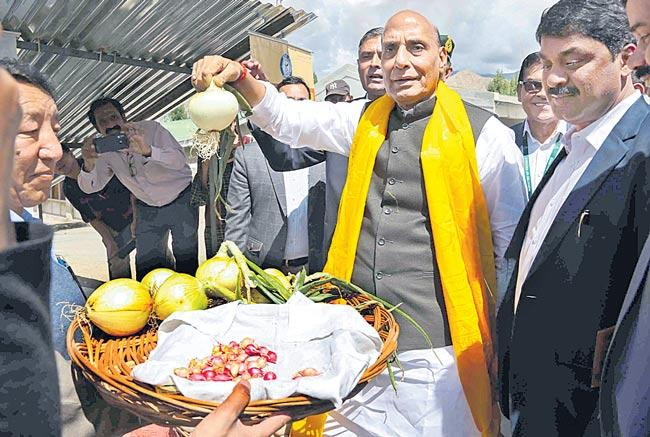 Rajnath inaugurates Ladakhi-Kisan-Jawan-Vigyan Mela in Leh - Sakshi
