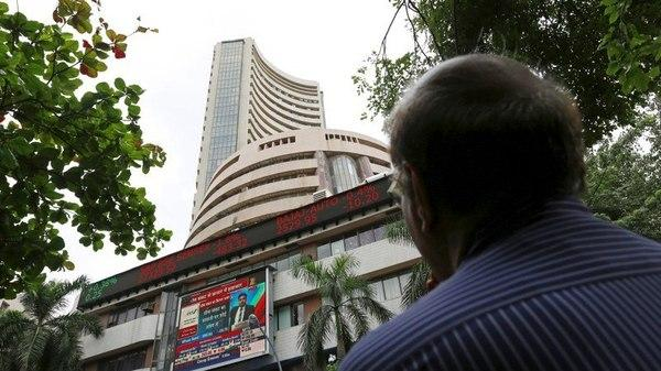 Sensex Nifty Pare Gains Turn Flat - Sakshi
