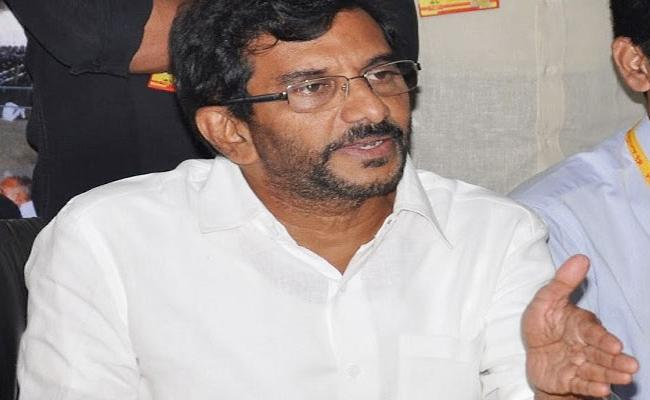 Somi Reddy Chandra Mohan reddy A1 Accused In Forgery of Land Documents - Sakshi