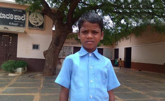 Karnataka Class 4 Bpy Goes To HIgh Court About School Uniform - Sakshi