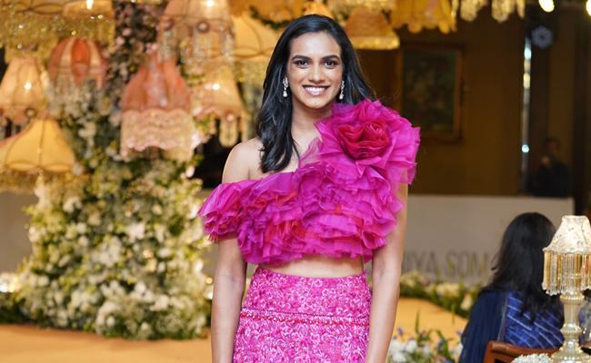 PV Sindhu Showstopper for Designer Shriya Bhupal - Sakshi