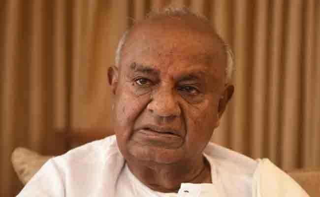 MLA Narayana Gowda Blames Devegowda - Sakshi