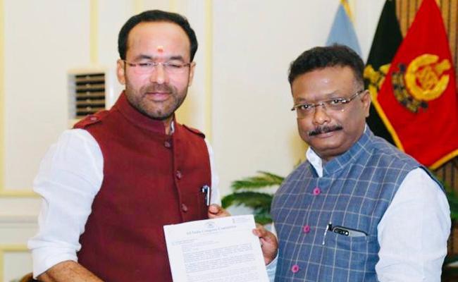 Dasoju Sravan Accuses Telangana Govt Stealing People Date - Sakshi
