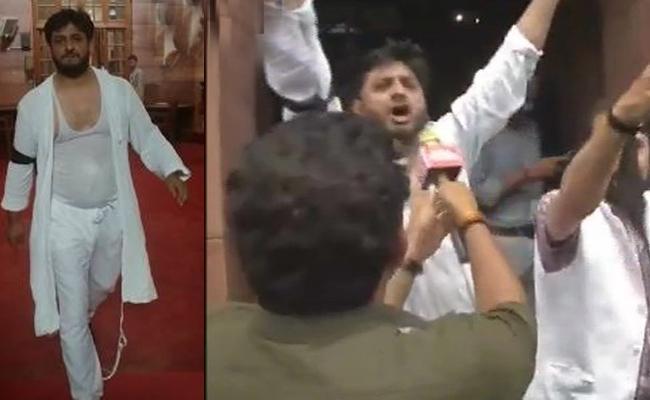 PDP RS MPs Nazir Ahmad And MM Fayaz protest in Rajya Sabha - Sakshi