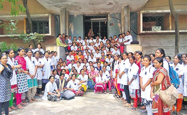 NIMS Contract Staff Strike in Front of Hospital - Sakshi