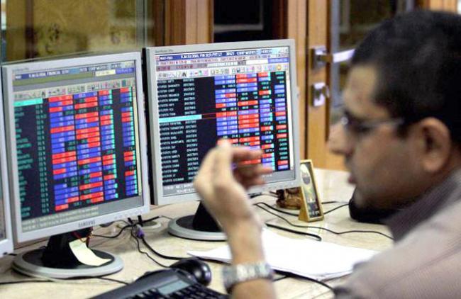 Stock Market Tumbles Over weak Global Cues - Sakshi